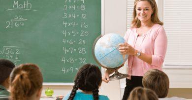 Пішов Петрик в школу в перший клас і вже на першому уроці заявив вчительці: